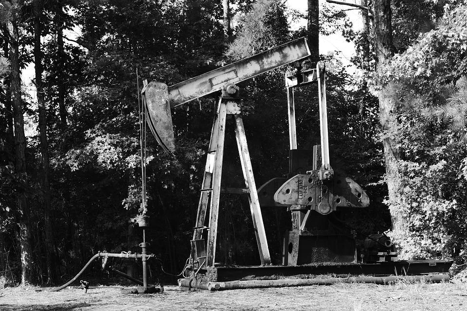 oil pump black white industry - 4 Benefits of Drilling Wells in Different Angles